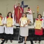 Dia 24/05: Padre Nunes entregou as Capelas de Sant'Ana para iniciar a peregrinação até a festa, em julho.